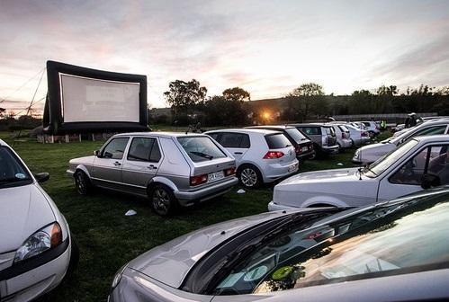 عکس، بازگشت یک ایده در ایّام کرونا: با ماشین به سینما بروید!
