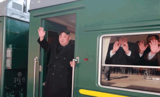 قطارِ لذتِ کیم جونگ-اون؛ از خرچنگِ تازه تا حرمسرایی از دخترانِ جوان