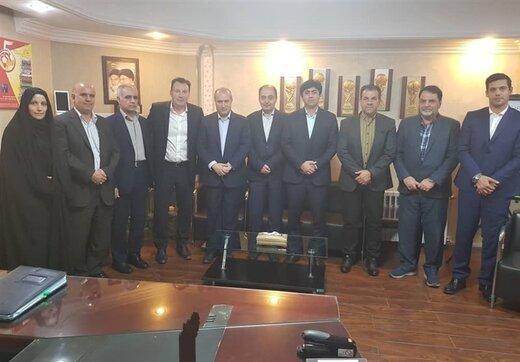 هیئت رئیسه فدراسیون فوتبال با مینی بوس به مجلس رفتند