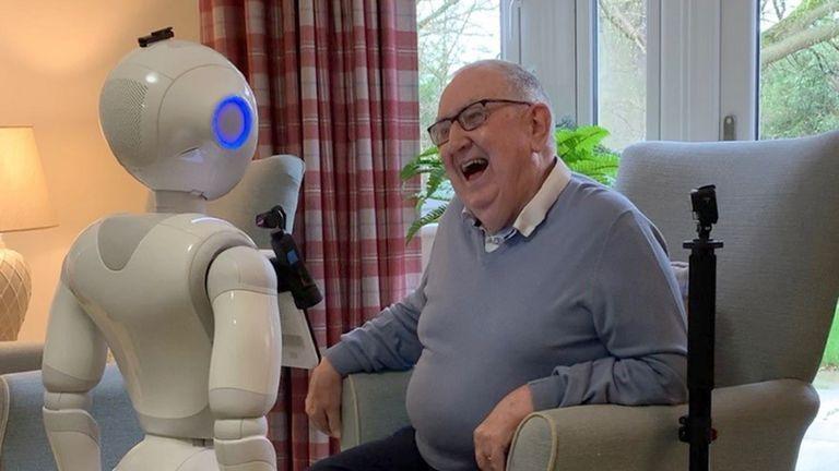 روباتها همدم تنهایی سالمندان می شوند