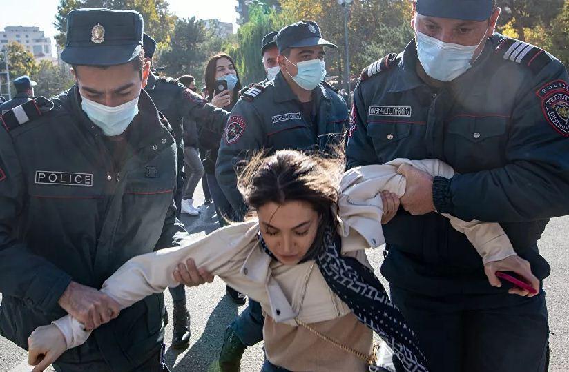 پلیس ارمنستان با مخالفان توافق قره باغ درگیر شد