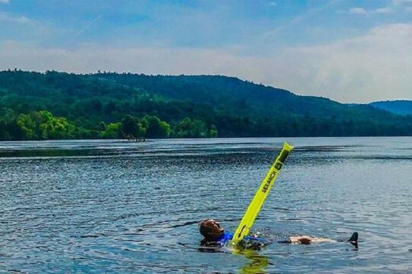 نجات جان شناگران با یک جلیقه نجات عجیب