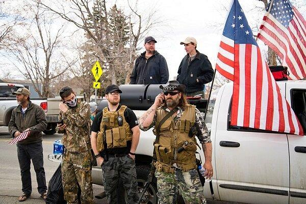 تجمع شبه نظامیان مسلح هوادار ترامپ مقابل منزل وزیر ایالت میشیگان