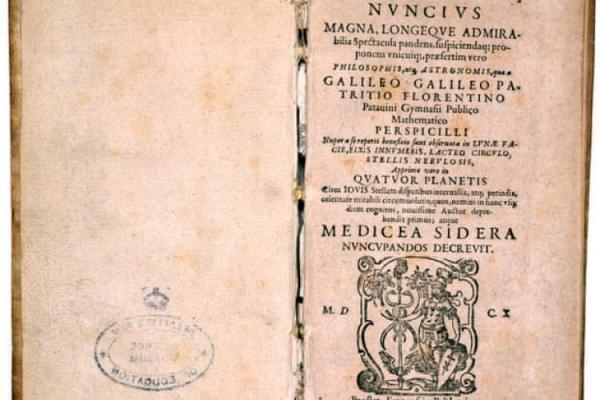 نمایش نسخه جعلی از کتاب گالیله در کتابخانه ملی اسپانیا