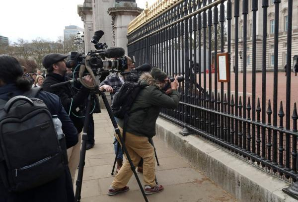 نقدها گسترده از بی بی سی برای پوشش خبری درگذشت همسر ملکه